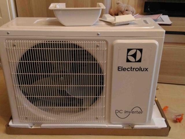 Установка кондиционера Electrolux через лоджию